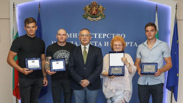 Министър Кузманов награди медалистите от Европейското първенство по кану-каяк