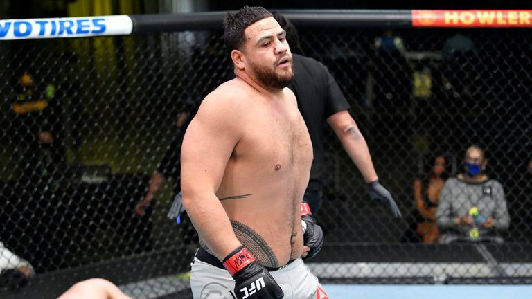 Тай Туиваса срещу Уолт Харис в UFC 267