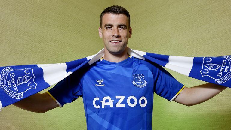 Капитанът на Евертън подписа нов договор с клуба