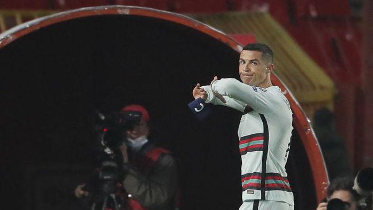 ФИФА може да накаже Кристиано заради хвърлената лента и напускането на терена