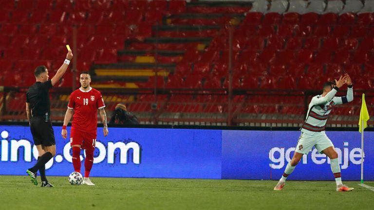 УЕФА си изми ръцете за гафа с гола на Роналдо: Виновни са двете федерации