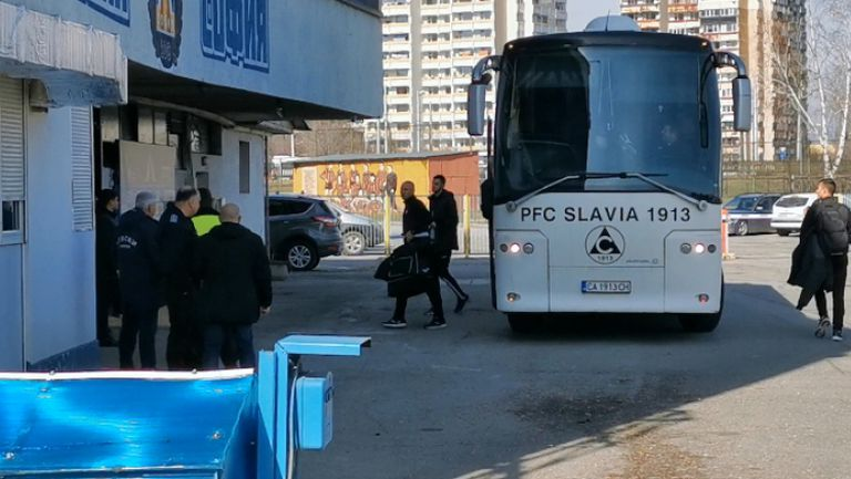 """Отборът на Славия пристигна на """"Герена"""" за дербито с Левски"""