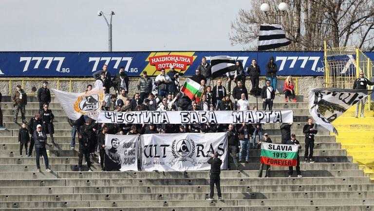 Белите фенове ликуват след гола във вратата на Левски