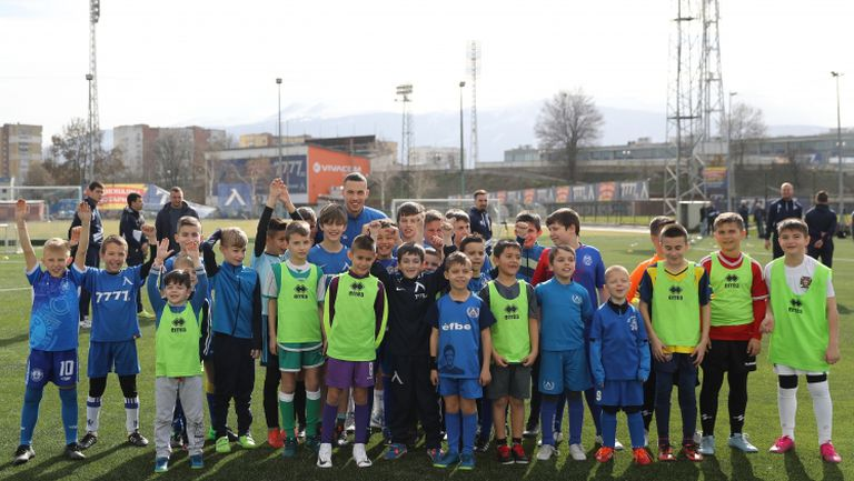 Десетки хлапета на кастинг в Левски