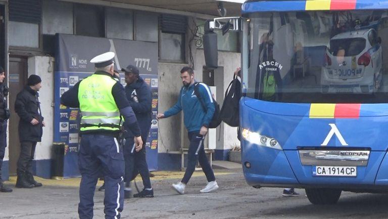 Левски пристигна за най-важния си мач през сезона