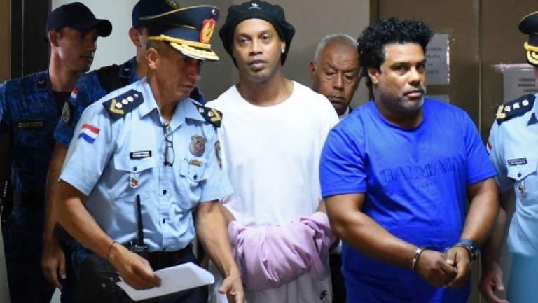 Роналдиньо остава в ареста по време на изслушванията по делото