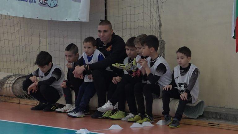 Футболисти на ЦСКА-София взеха участие в благотворителен турнир