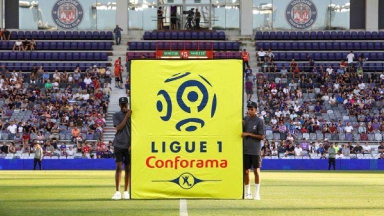 Професионалният футбол във Франция също спира