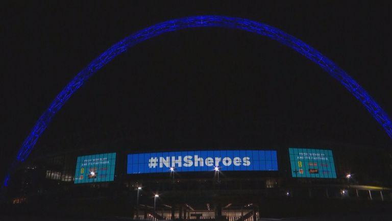 Арката на Уембли заблестя в синьо в подкрепа на медицинските лица във Великобритания
