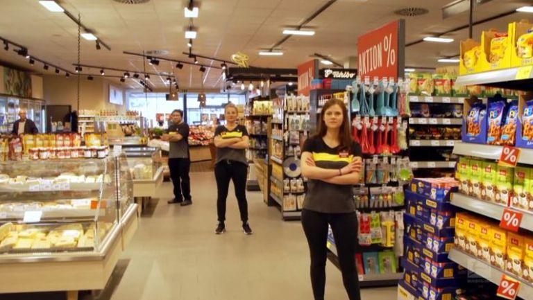 Част от персонала на Дортмунд започна работа в супермаркет