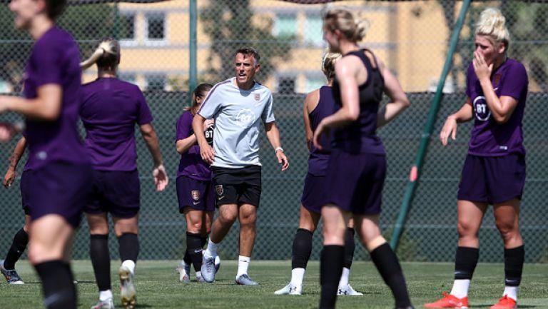 Фил Невил напуска женския национален отбор на Англия