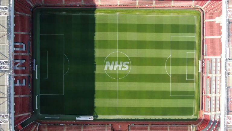 Манчестър Юнайтед почете медицинските лица в Англия
