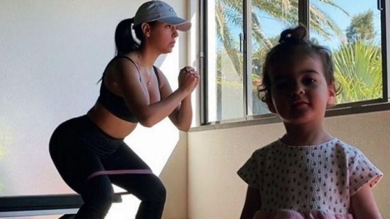 Не е лесно да тренираш с деца у дома
