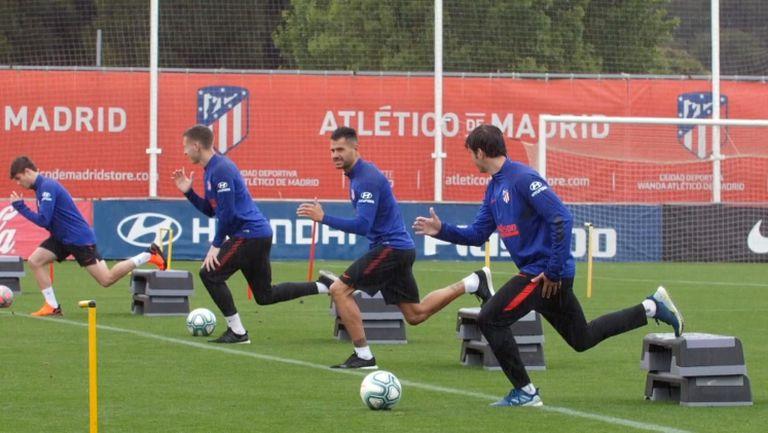 Атлетико тренира под дъжда в Мадрид