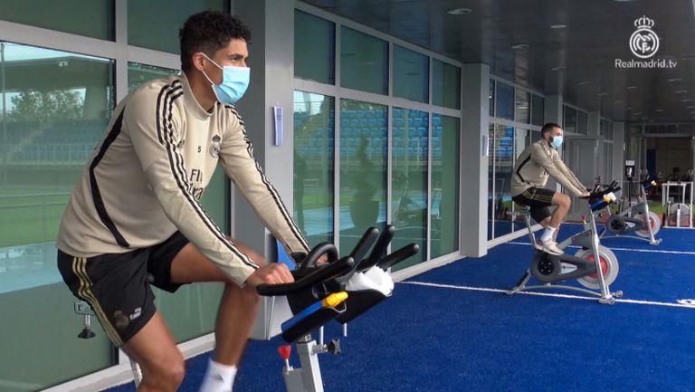 Играчите на Реал се потят с маски