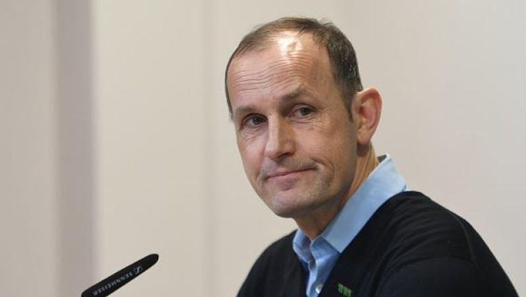 Аугсбург без треньор при рестарта на Бундеслигата поради крем за лице