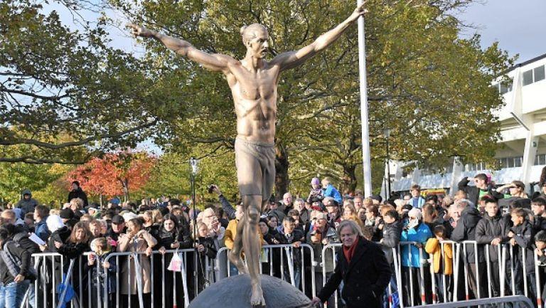 Местят статуята на Златан Ибрахимович