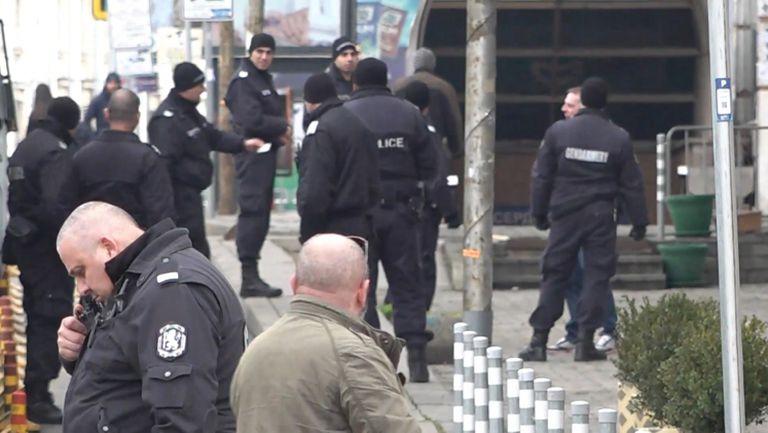 Полицията проверява  феновете на Левски, които ще участват в похода преди дербито