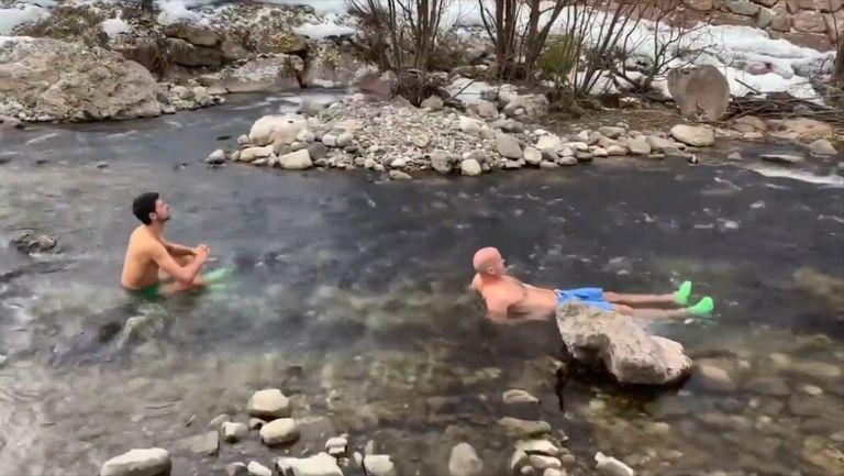 Джокович влезе в леден планински поток и отправи предизвикателство към феновете си
