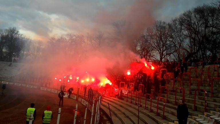 Феновете на ЦСКА-София запалиха своите факли