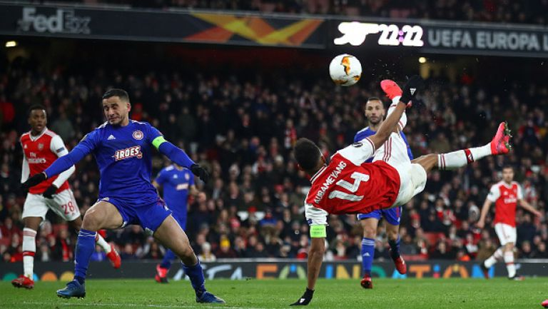 Обамеянг изравни за Арсенал с красива странична ножица