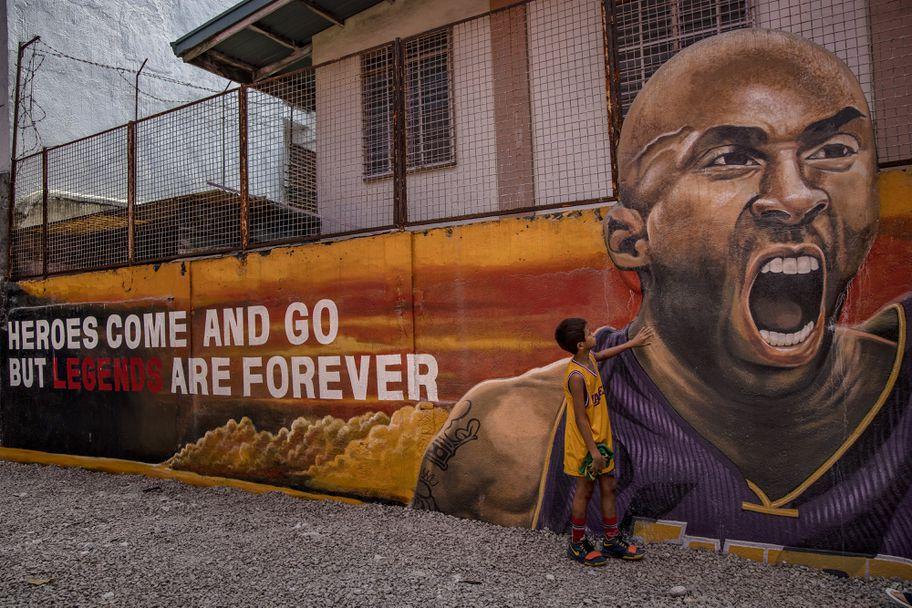 Посветиха баскетболно игрище на Коби и Джиана във Филипините