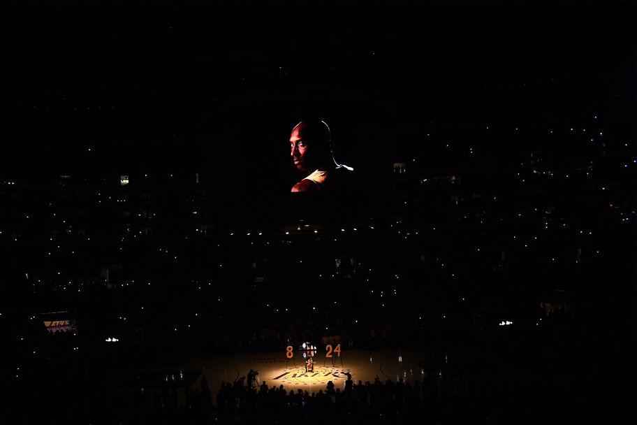 Емоции и много сълзи в първия мач на Лейкърс след смъртта на Коби Брайънт