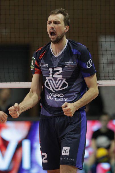 Виктор Йосифов с 15 точки и изключителен мач за Монца, Алекс Грозданов и Равена взеха победата