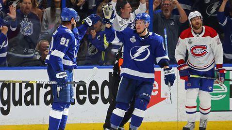 Тампа Бей започна убедително защитата на титлата в НХЛ