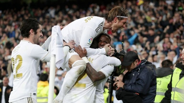 Реал Мадрид излъга Барса и превзе върха (видео + галерия)