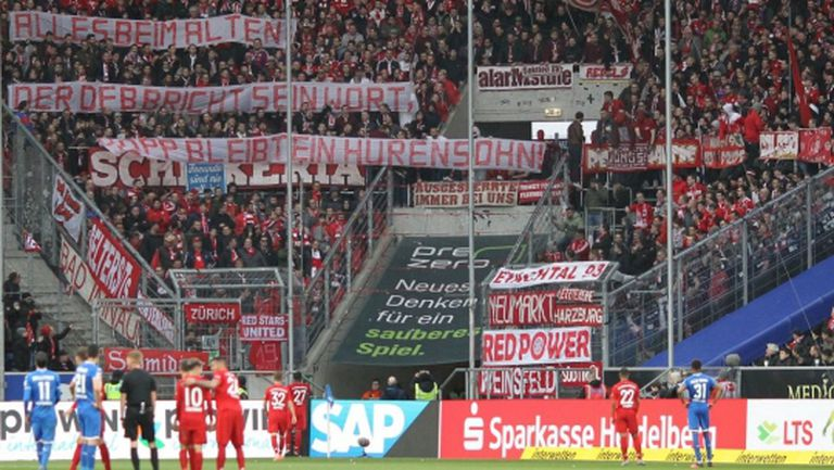 Шалке 04 заплашва да напусне терена срещу Байерн