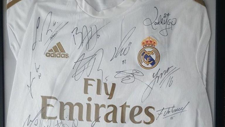 Голямо браво! Реал Мадрид помага за лечението на български фен