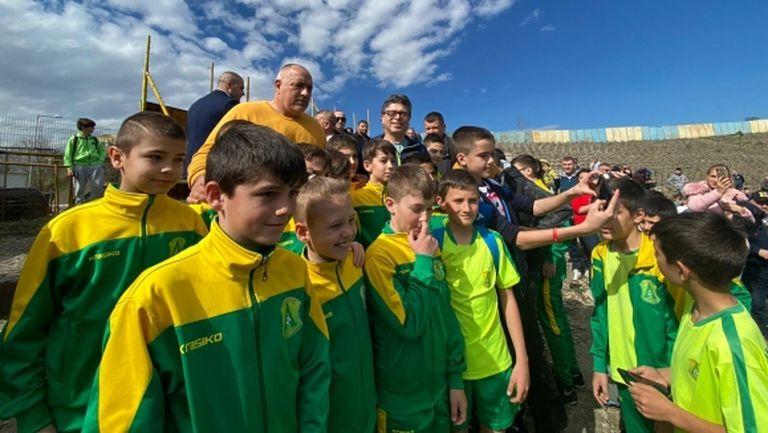 "Бойко Борисов: От 40 години не е правен сериозен ремонт на стадион ""Панайот Волов"""