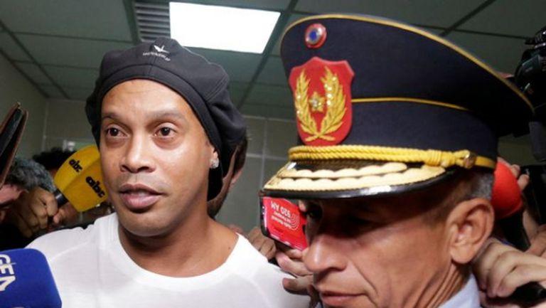 Роналдиньо е прекарал нощта в ареста
