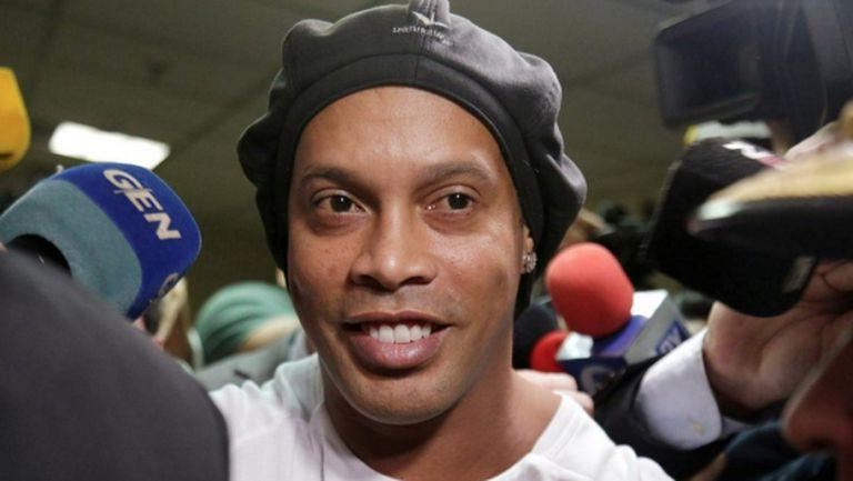 Съдът отказа да пусне Роналдиньо - имало шанс да избяга от страната