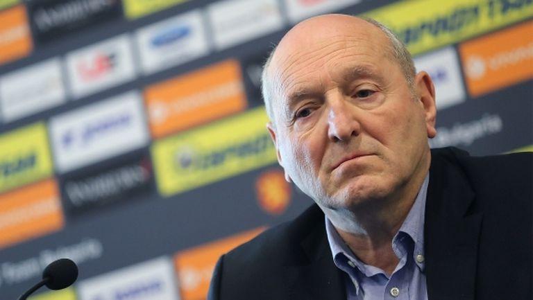 Михаил Касабов: Смених съдията на три мача - решението е мое