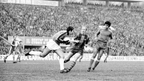 Преди 44 години Левски вкара пет на Барселона пред 70 000 (видео)
