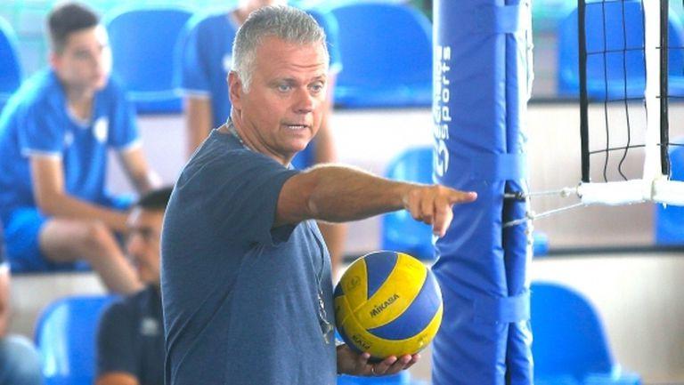 Италианският треньор на Левски води тренировките от дома си на български език (видео)