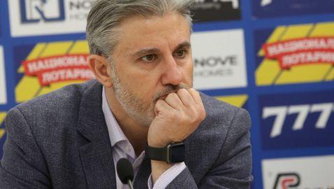 Павел Колев се чуди: Трябва ли играчите да взимат заплати, като няма мачове?