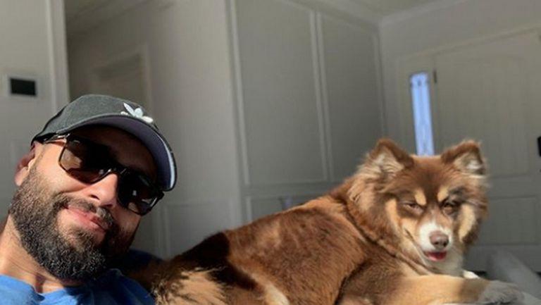 Русев се забавлява с кучето си