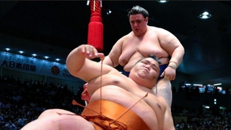 Аоияма продължава със сензациите в Осака и дели първото място с Хакухо