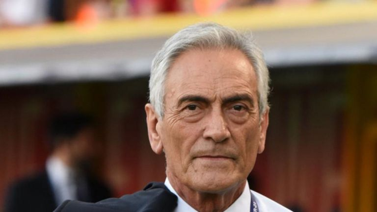 В Италия таят надежда футбола да се поднови през май