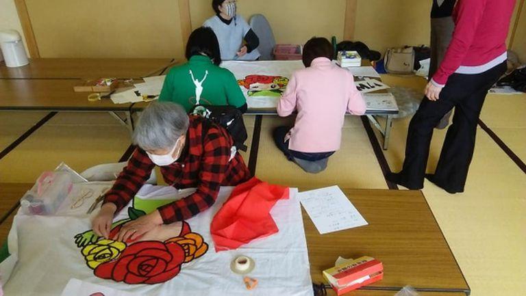 Японци шият за грациите ни пончота с българския трикольор
