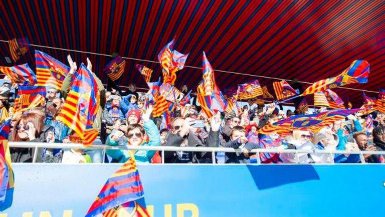 Барселона с призив към скучаещите запалянковци