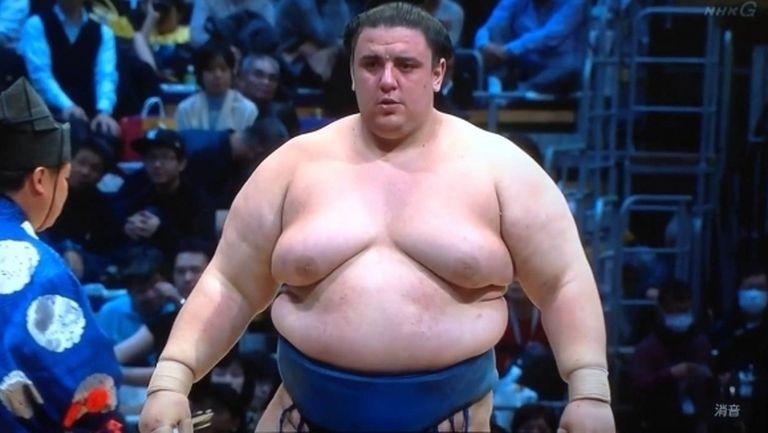Аоияма загуби за втори път в Осака, ще спори с двама йокодзуни за титлата