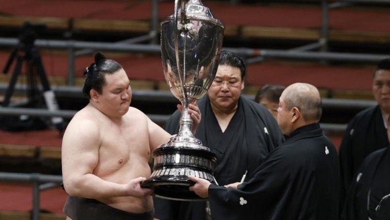 Аоияма остана трети в Осака, но взе приза за най-добра техника