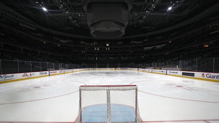 НХЛ увеличи периода на самоизолация на играчите, намалява заплатите на част от служителите си