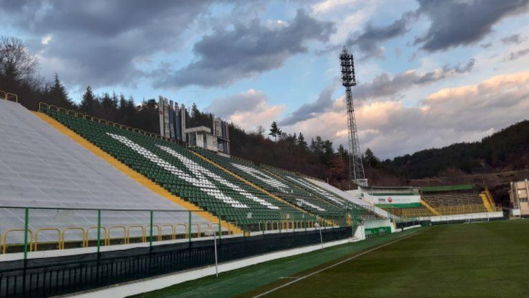 Продължава ремонтът на стадиона в Благоевград