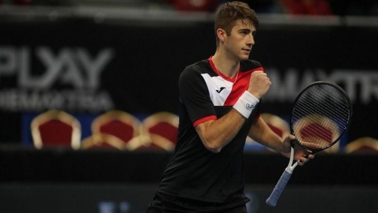 Националът по тенис Александър Донски показа как тренира у дома в Монреал