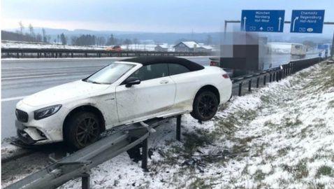 Боатенг катастрофира зрелищно, автомобилът му се приземи върху мантинелата
